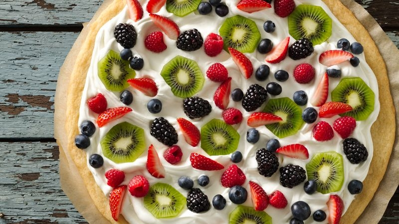 Put Together a Pretty Dessert Pizza